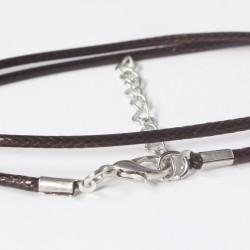 Halskette aus reißfest, geflochten, gewachster Baumwolle mit silberfarbenen Verschuss